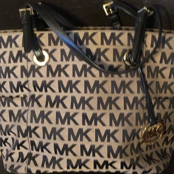7d3618df0e4627 Michael Kors Bags | Handbag | Poshmark